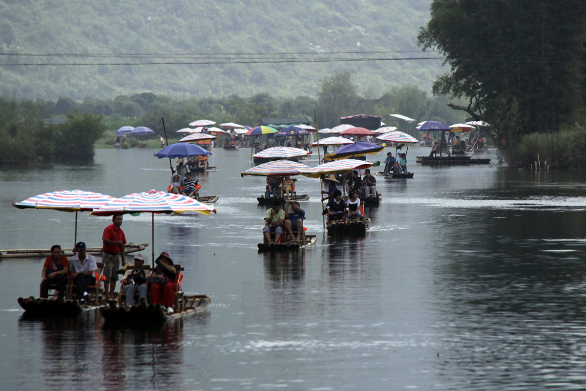 bamboo-rafting-on-yulong-river-1