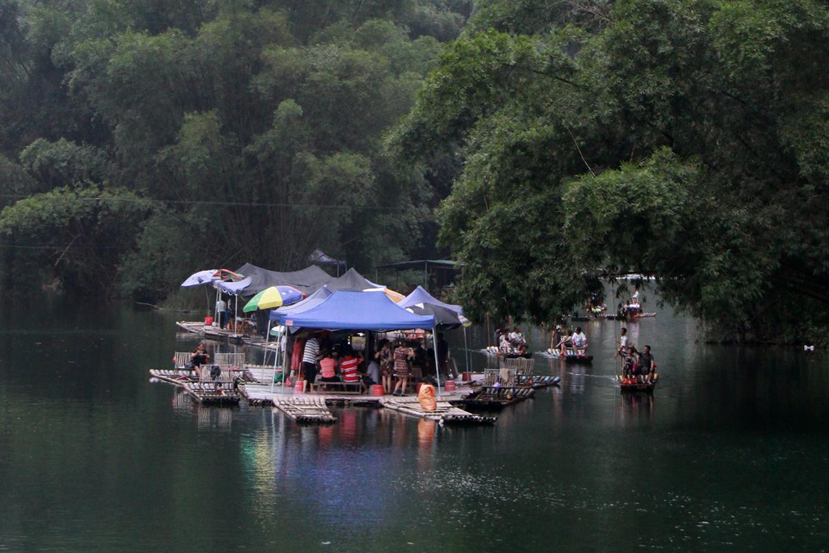 bamboo-rafting-on-yulong-river-4