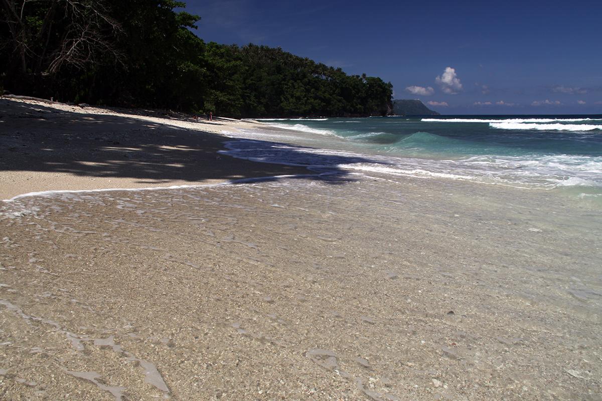 white-sand-beach-sulawesi-6